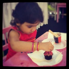 A CLEVER LITTLE KID DECORATING HER CUPCAKES (c) BURJUMAN WORLD FOOD FESTIVAL